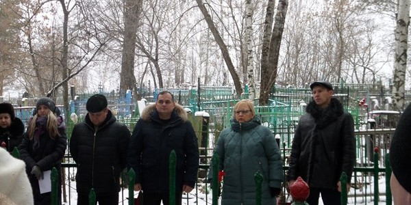 В Никольске состоялся митинг и возложение венков на могилу неизвестных солдат