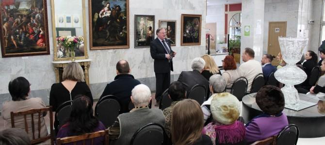В Никольском музее стекла и хрусталя открылась экспозиция «Малой Пинакотеки»