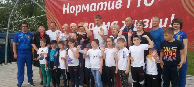 На центральной площади города Никольска прошла ежегодная массовая зарядка