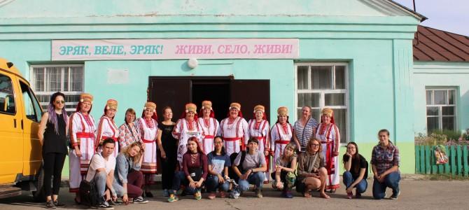 Экскурсия в село Карамалы для участников 8 международного симпозиума по художественному стеклу и скульптуре