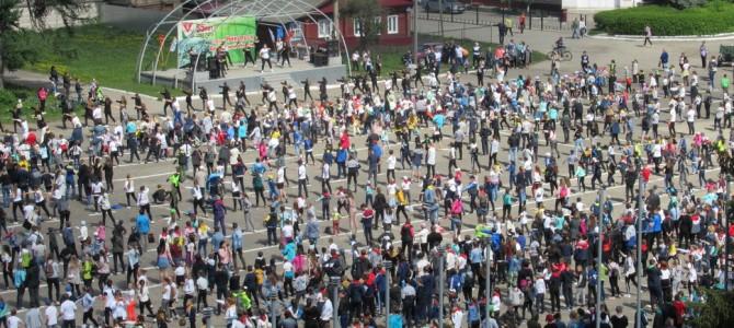 В городе Никольске прошла массовая зарядка, посвященная Международному Дню семьи