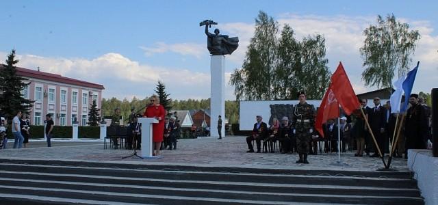На центральной площади города Никольска прошёл торжественный митинг, посвящённый 74-й годовщине Победы в Великой Отечественной войне