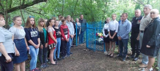 В рабочем поселке Сура прошла церемония открытия памятника участникам Великой Отечественной войны, скончавшихся от ран в Сурском эвакогоспитале