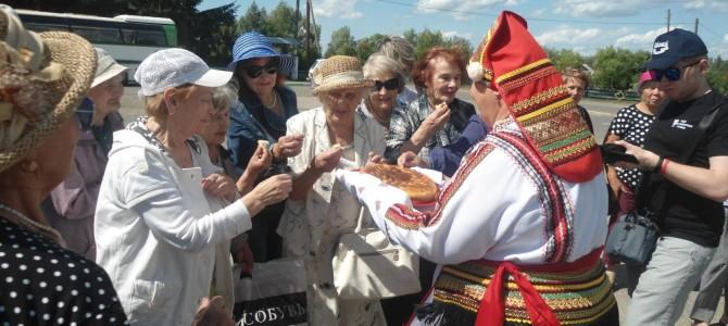 Село Карамалы посетили участники проекта «Дети войны»