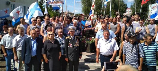 В городе Никольск прошло открытие памятника воинам-морякам