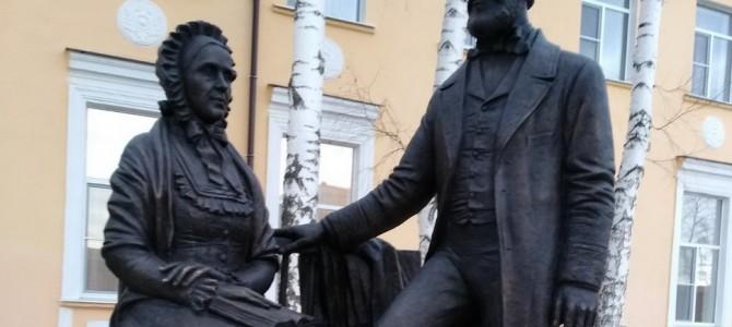 В парке города Никольска продолжается работа по установке арт-объектов
