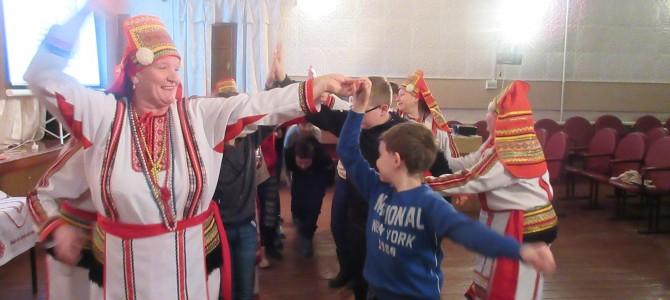 Никольские школьники в гостях у народного фольклорного коллектива «Эрзяночка»