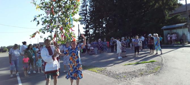 В  селе Карамалы праздник Троицы отметили по древним эрзянским обычаям