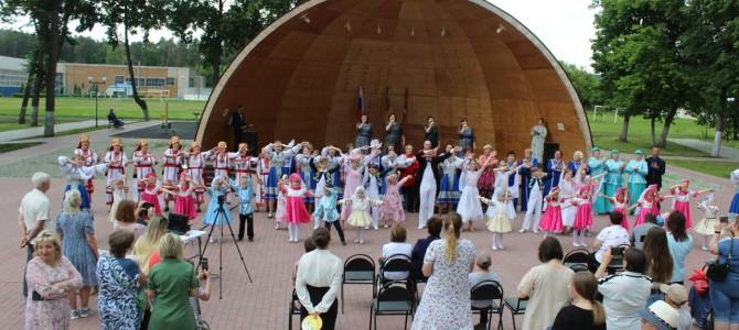 В городском парке прошел праздничный концерт «Русь, Россия, Родина моя!»